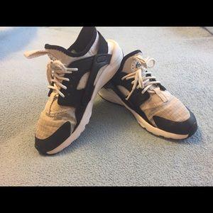 Boys Nike Huarache Sneakers
